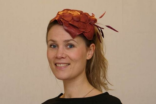 Fascinator bordeaux rood